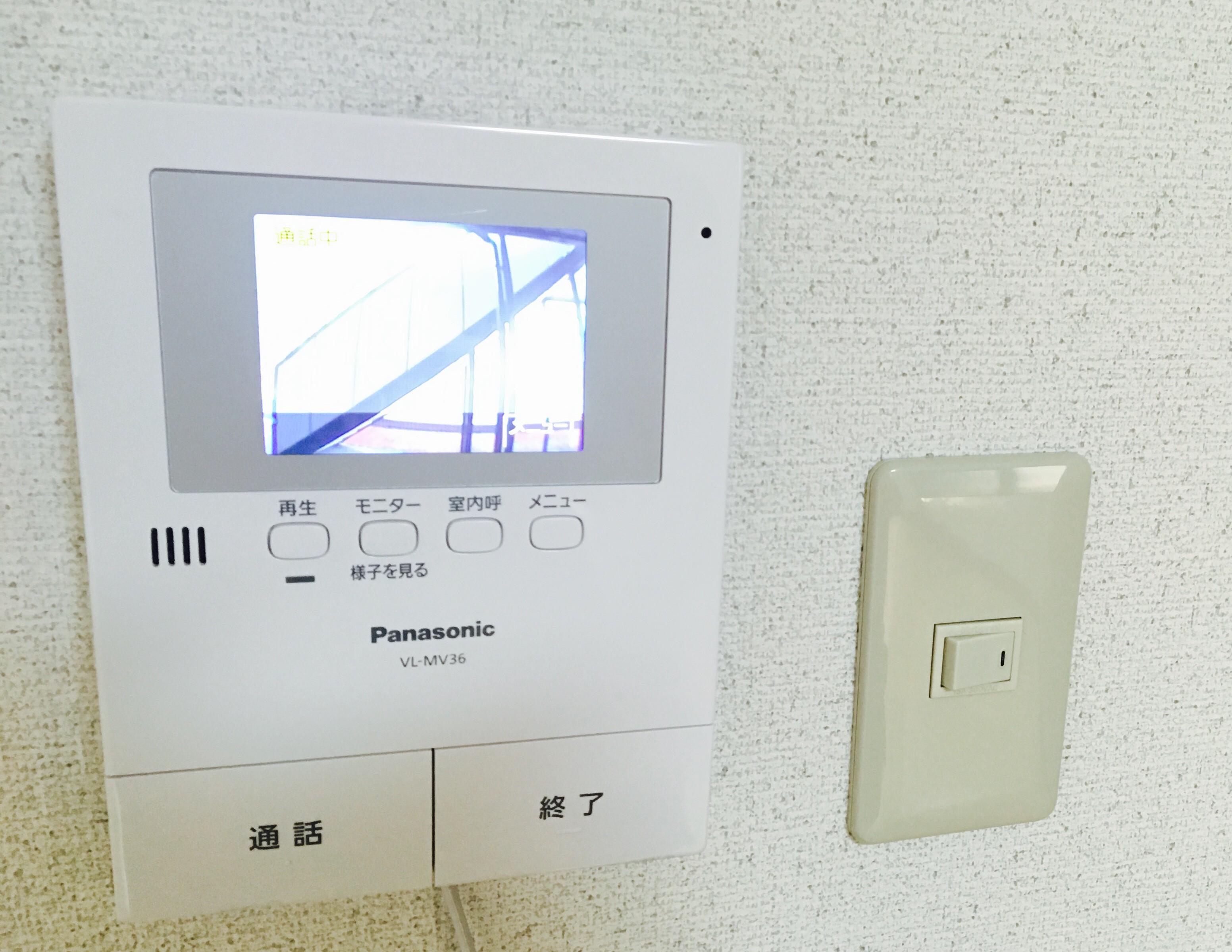 インターホンをTVモニター付ドアホンにDIYで交換する方法