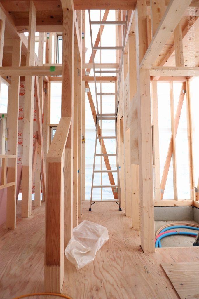 木造新築工事の階段