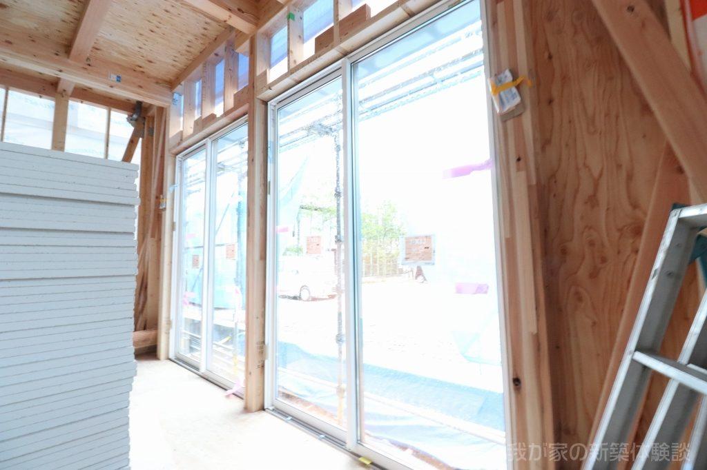 木造新築工事のサッシ