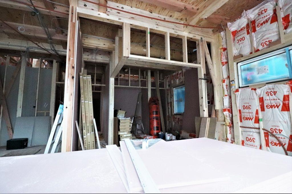 木造新築工事の下がり壁