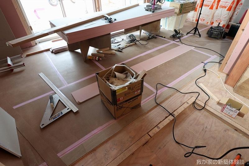 木造新築工事のフローリング工事