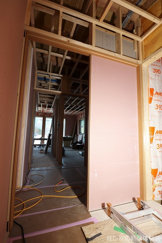 木造新築工事の引き戸