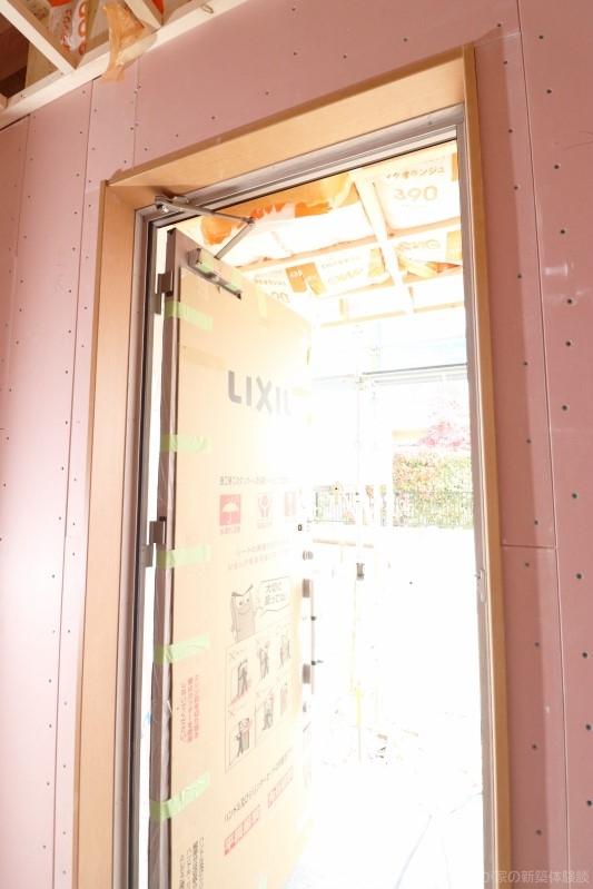 木造新築工事の玄関
