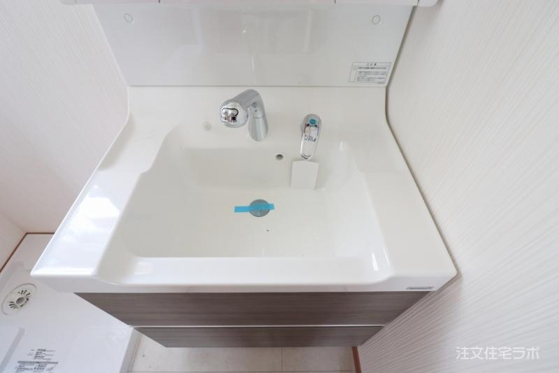 新築工事 洗面化粧台取付